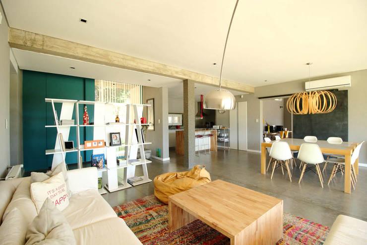 غرفة المعيشة تنفيذ Queixalós.Trull Arquitectos