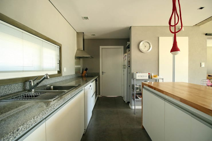 Casa Storni: Cocinas de estilo  por Queixalós.Trull Arquitectos