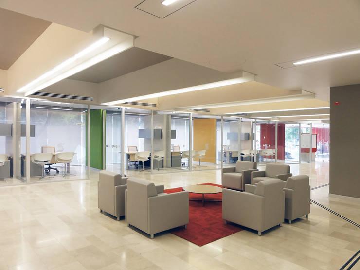 Scotiabank (Sucursal No.1): Estudios y oficinas de estilo  por usoarquitectura