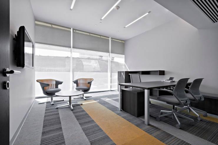 Accesolab: Estudios y oficinas de estilo  por usoarquitectura