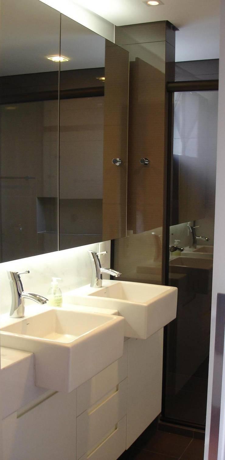 Phòng tắm theo Manuela Di Giorgio | Arquitetura e Interiores, Hiện đại Đá hoa