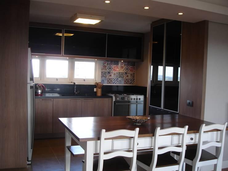 Nhà bếp theo Manuela Di Giorgio | Arquitetura e Interiores, Hiện đại Gỗ Wood effect