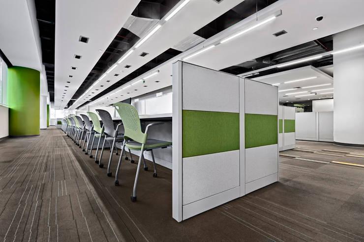 IXE Reforma 489: Estudios y oficinas de estilo  por usoarquitectura