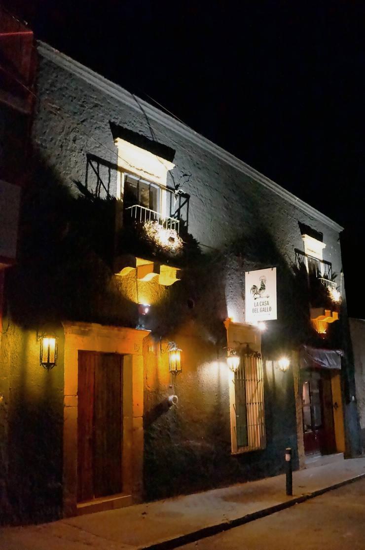 Fachada restaurada | Casa Gallo: Restaurantes de estilo  por CÉRVOL