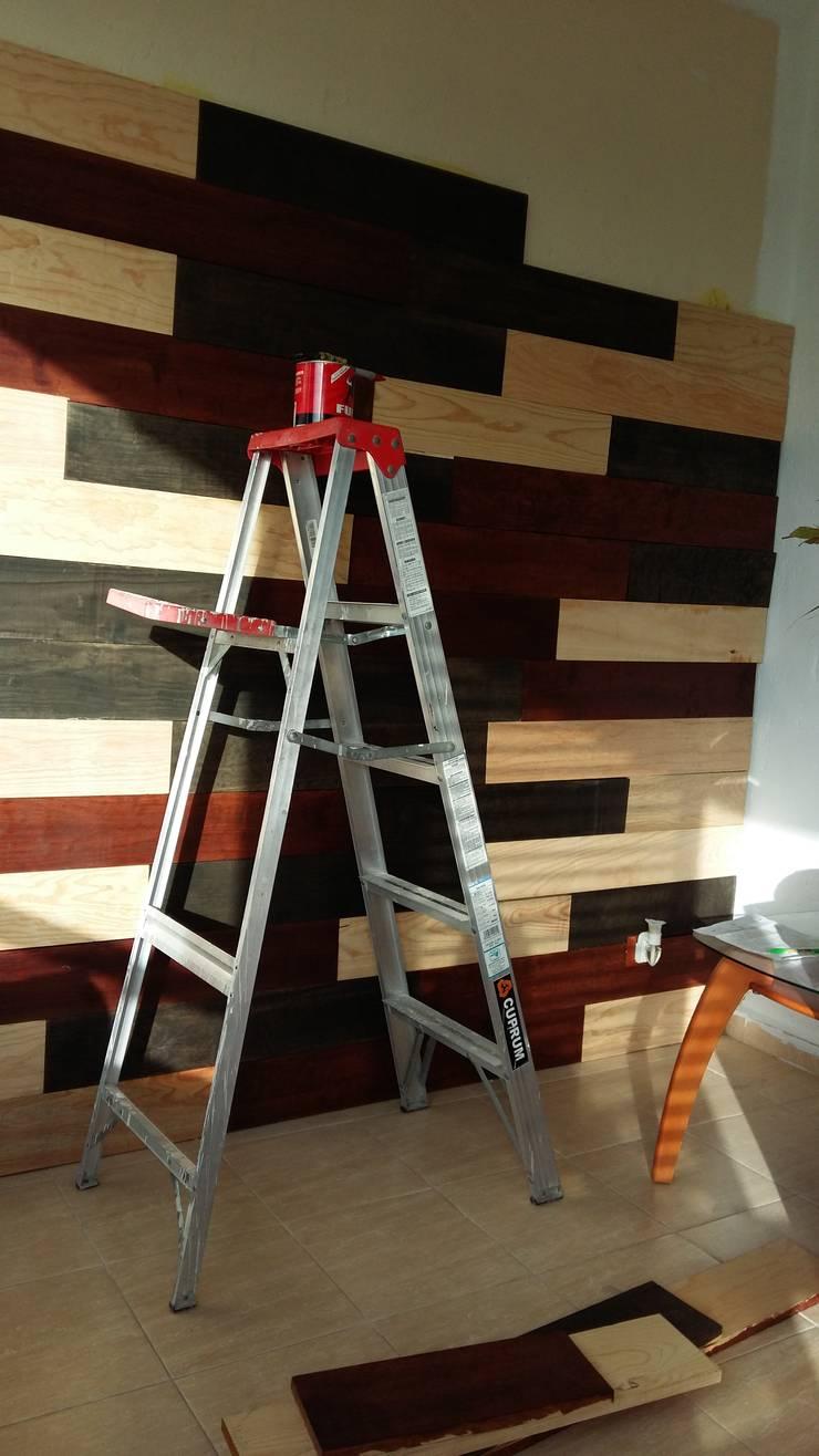 Muro entablerado: Salas de estilo  por Diseñeria 72ocho10
