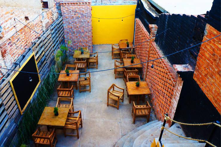 Área Terraza | Casa Gallo: Restaurantes de estilo  por CÉRVOL