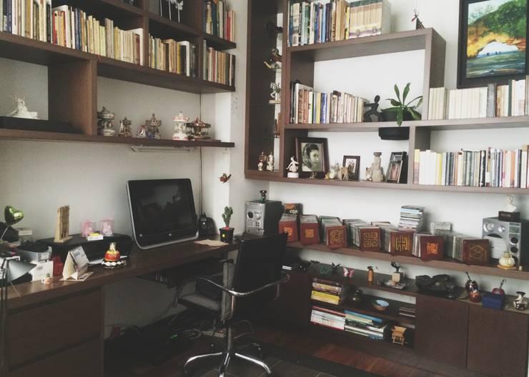 APARTAMENTO 67: Estudios y despachos de estilo  por santiago dussan architecture & Interior design