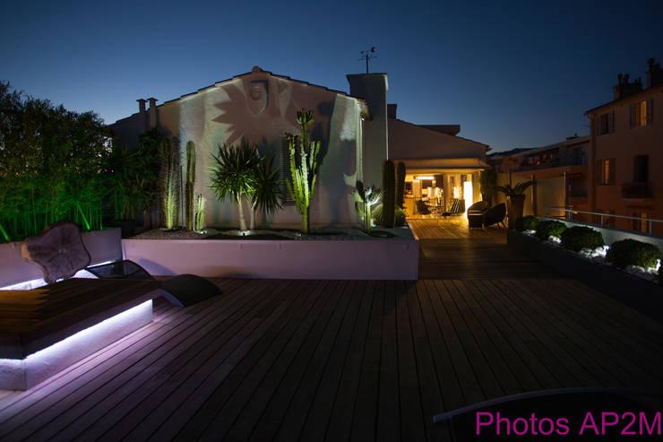 Eclairage terrasse: Maisons de style de style Moderne par Architecture Nature & Lumière
