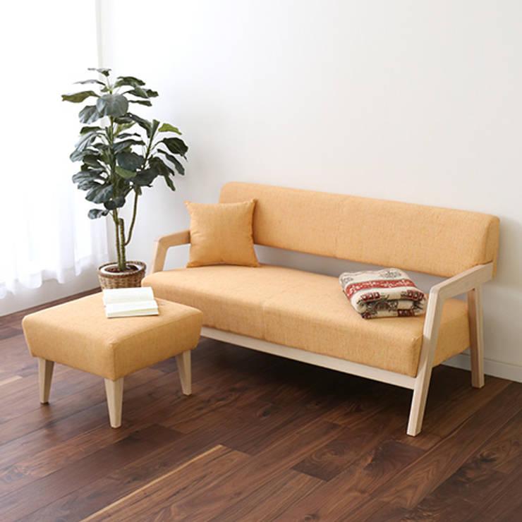 Living room by 株式会社 大雪木工