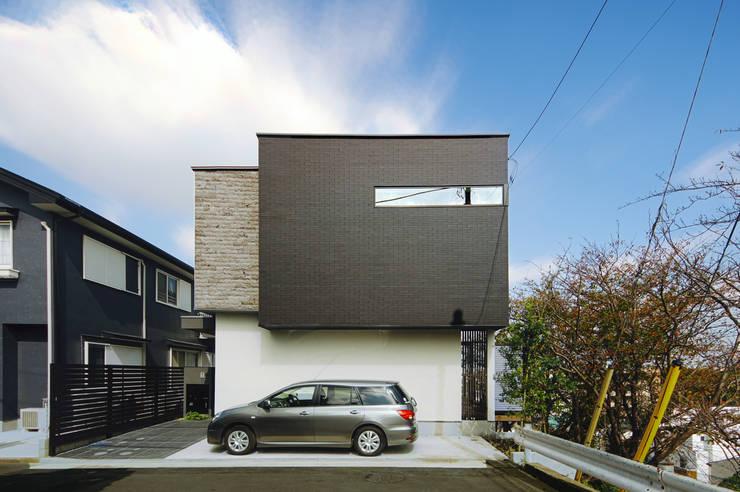 質感にこだわったシンプルモダンの家: TERAJIMA ARCHITECTSが手掛けた家です。