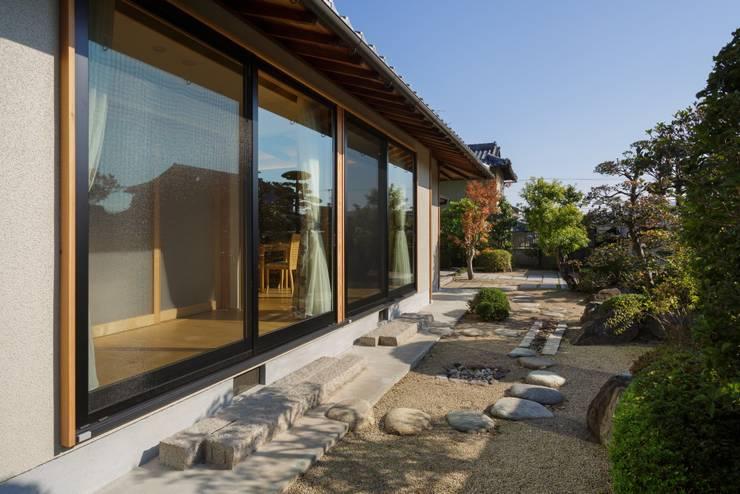Maisons de style  par FOMES design, Éclectique
