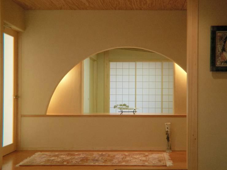 玄関ホール: アンドウ設計事務所が手掛けた廊下 & 玄関です。
