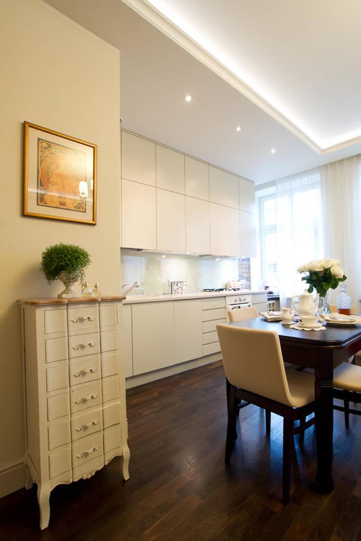 Miekszanie na Starówce: styl , w kategorii Kuchnia zaprojektowany przez Gzowska&Ossowska Pracownie Architektury Wnętrz,Klasyczny