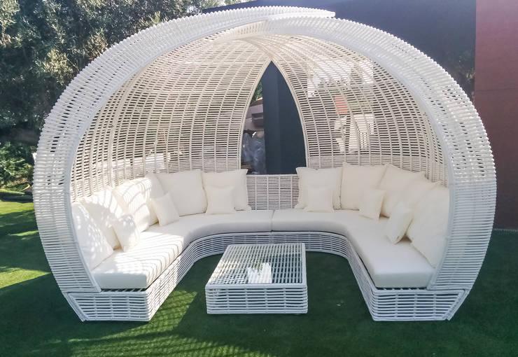 EXTERIOR BELAS: Jardins  por GRAÇA Decoração de Interiores