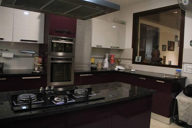 Bansal Residence: modern Kitchen by Studio Ezube