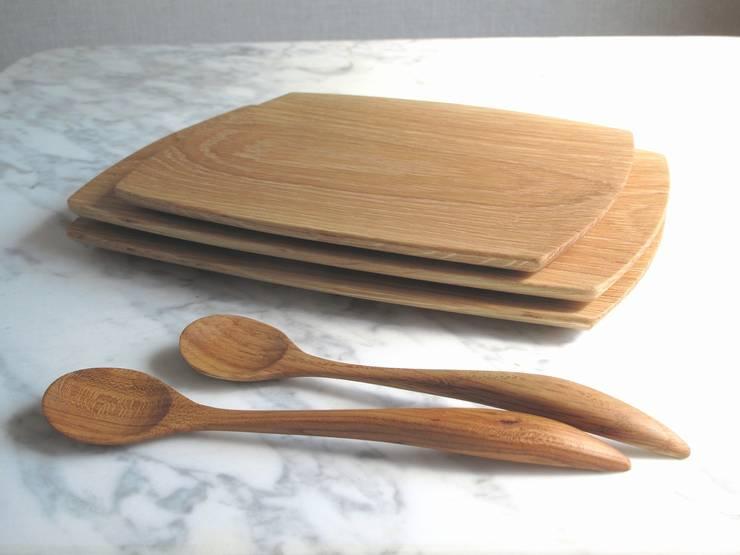 オイルフニッシュのスプーンとプレート: 木の家具 quiet  furniture of woodが手掛けたキッチンです。