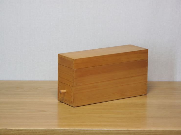 鰹節削り器: 木の家具 quiet  furniture of woodが手掛けたキッチンです。