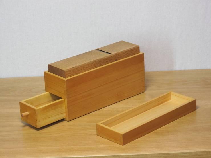 鰹節削り器1: 木の家具 quiet  furniture of woodが手掛けたキッチンです。