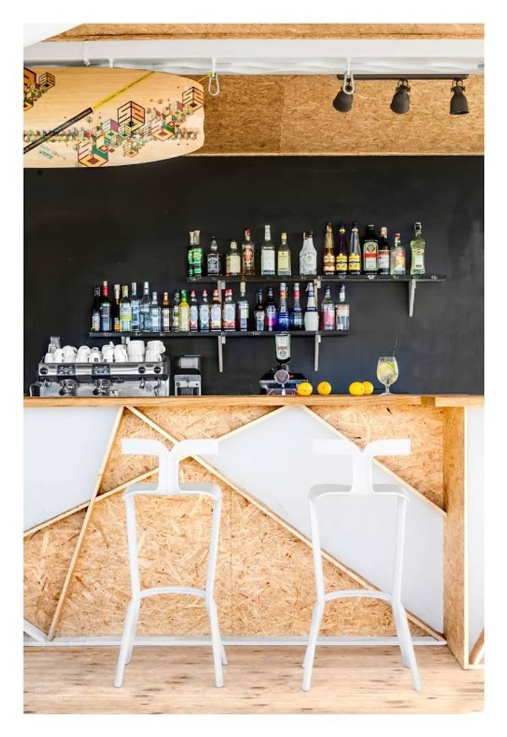 SURF MESSA: styl , w kategorii Bary i kluby zaprojektowany przez WZ STUDIO,Nowoczesny Drewno O efekcie drewna