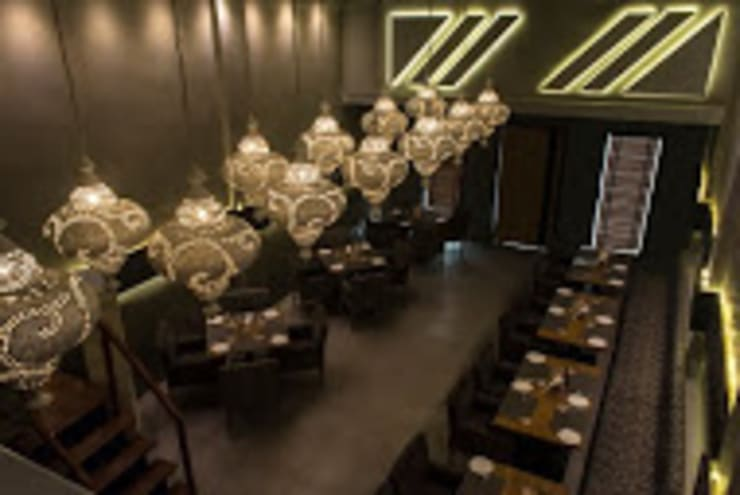 Admission Lounge: modern Dining room by Studio Ezube