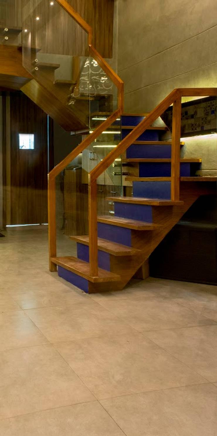 Admission Lounge:  Corridor & hallway by Studio Ezube