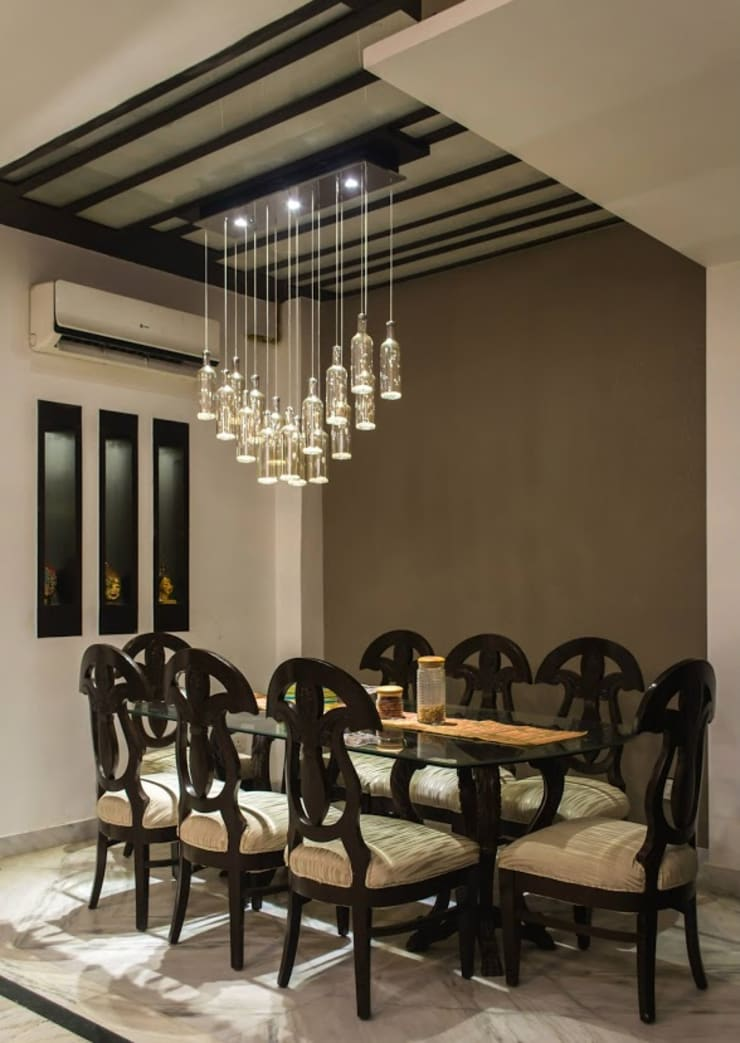 Singh Residence:  Dining room by Studio Ezube