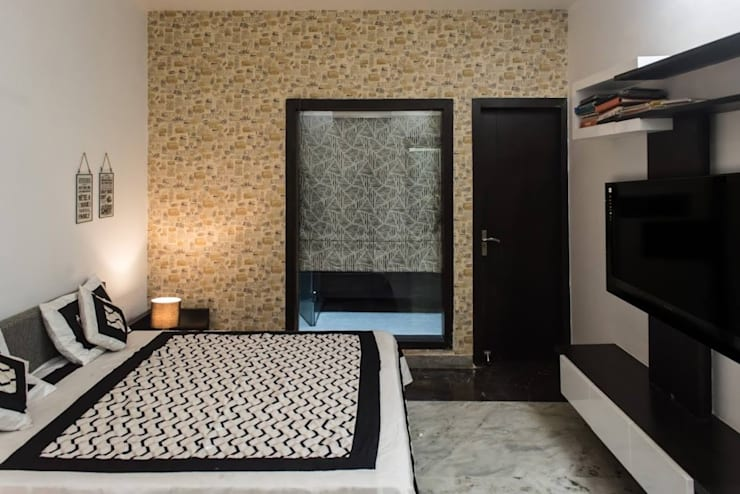 Singh Residence:  Bedroom by Studio Ezube