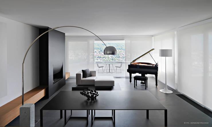 Minimalismo a Lugano - Progetto arch. Victor Vasilev: Soggiorno in stile in stile Minimalista di adriano pecchio