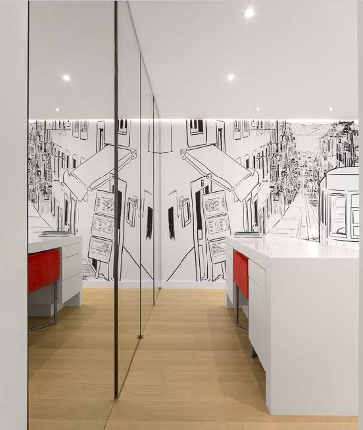 Apartamento Lisboa: Quartos  por Ana Maria Timóteo _ arquitecta