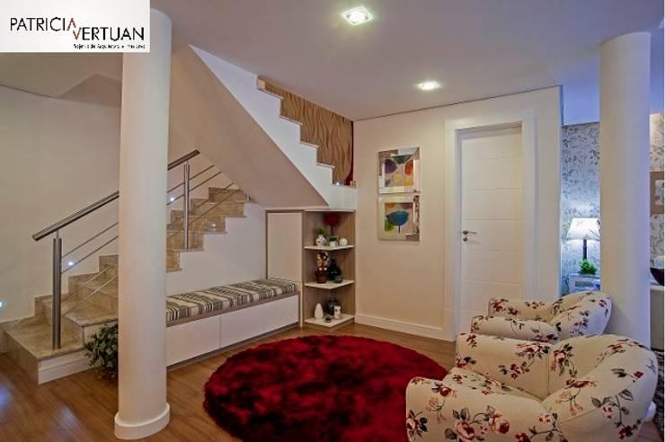 Escada: Salas de jantar  por Patricia Vertuan,