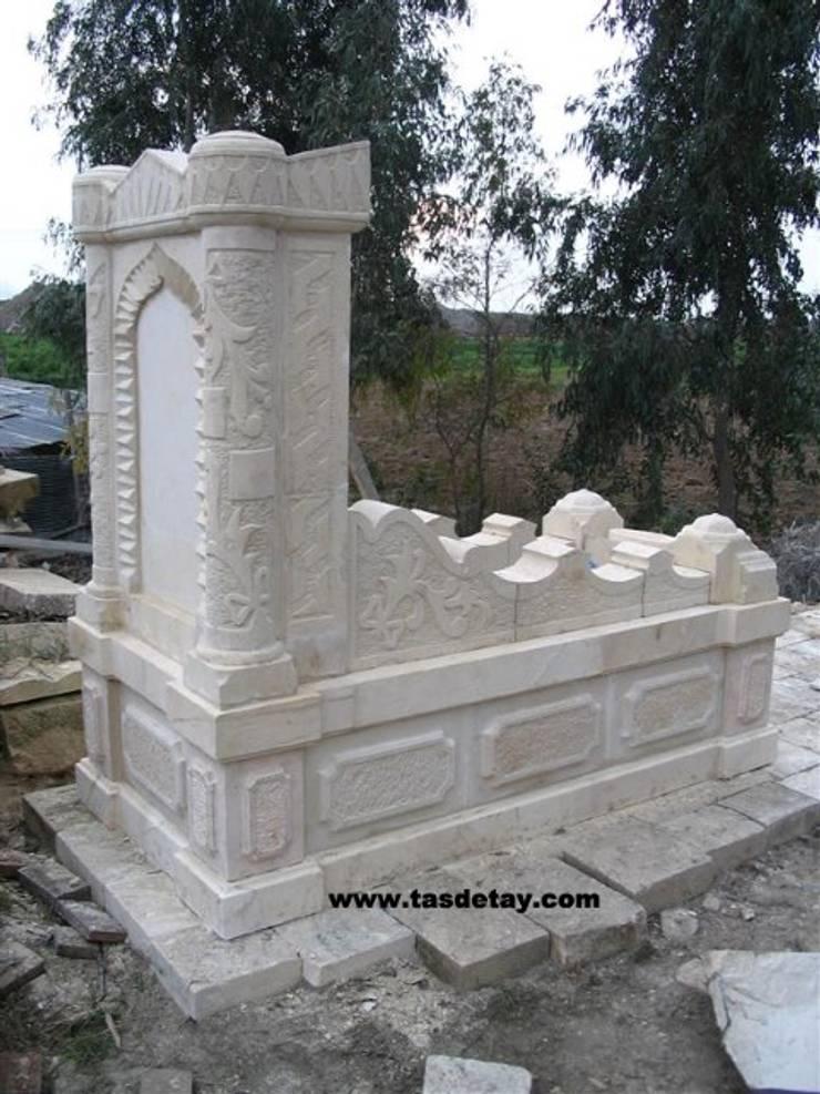 taş detay – beyaz taş anıt mezar:  tarz