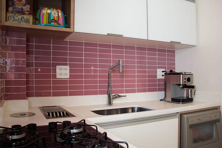 廚房 by Ana Adriano Design de Interiores, 現代風 玻璃
