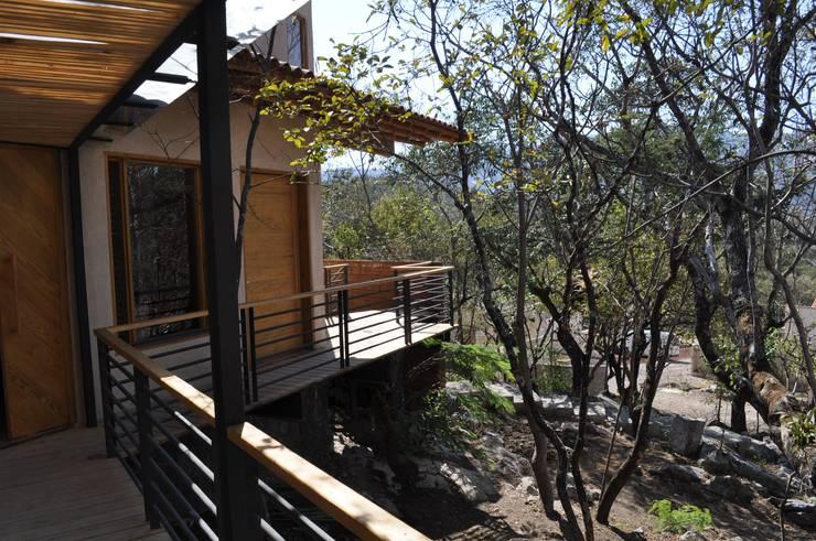 Casa de retiro Laguancha: Terrazas de estilo  por José Vigil Arquitectos