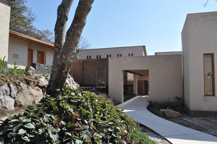 Casa de retiro Laguancha: Casas de estilo  por José Vigil Arquitectos
