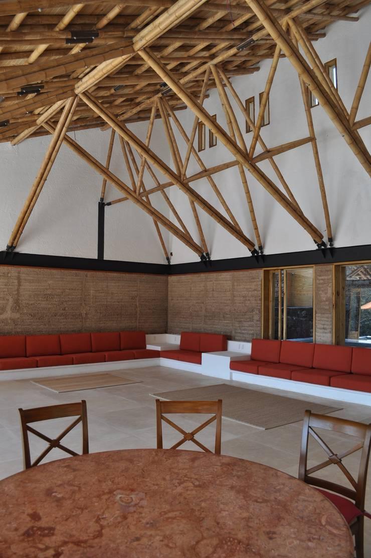Casa de retiro Laguancha: Salas de estilo  por José Vigil Arquitectos