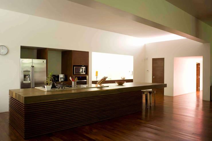 Casa Pedregal : Cocinas de estilo  por José Vigil Arquitectos