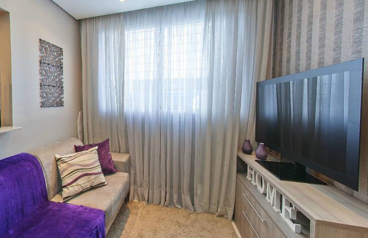 Apartamento Decorado Porto Mediterrâneo: Sala de estar  por Débora Campos Arquiteta,