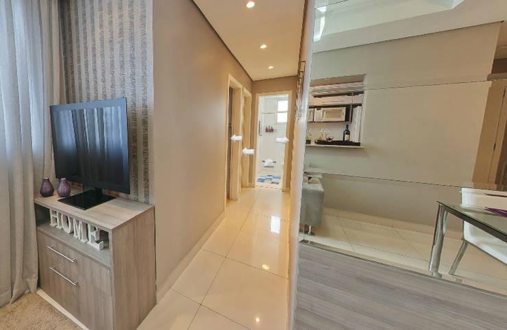 Apartamento Decorado Porto Mediterrâneo: Corredor, vestíbulo e escadas  por Débora Campos Arquiteta,