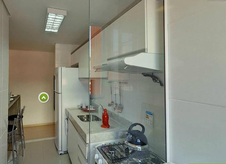 Apartamento decorado porto polaris: Cozinha  por Débora Campos Arquiteta,