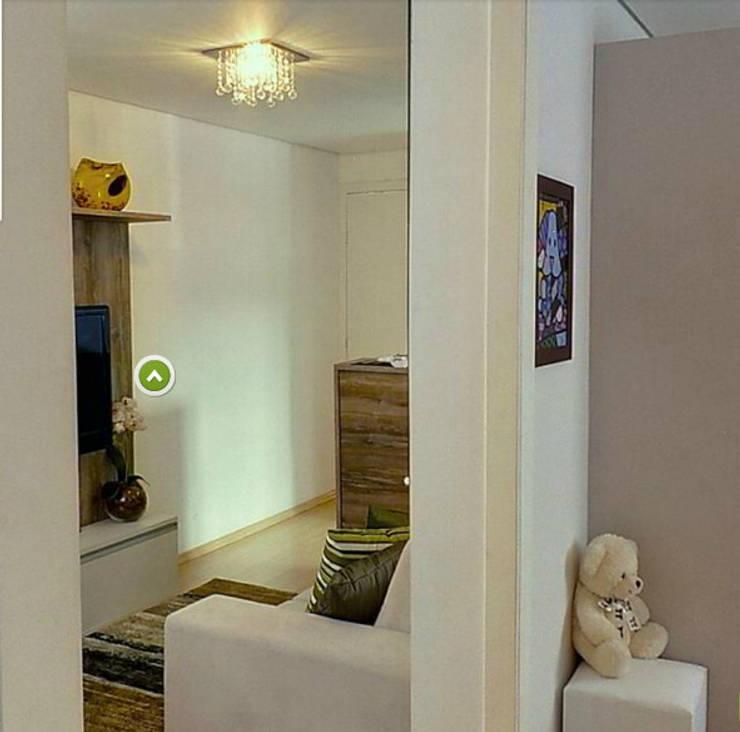 Apartamento decorado porto polaris: Corredor, vestíbulo e escadas  por Débora Campos Arquiteta,