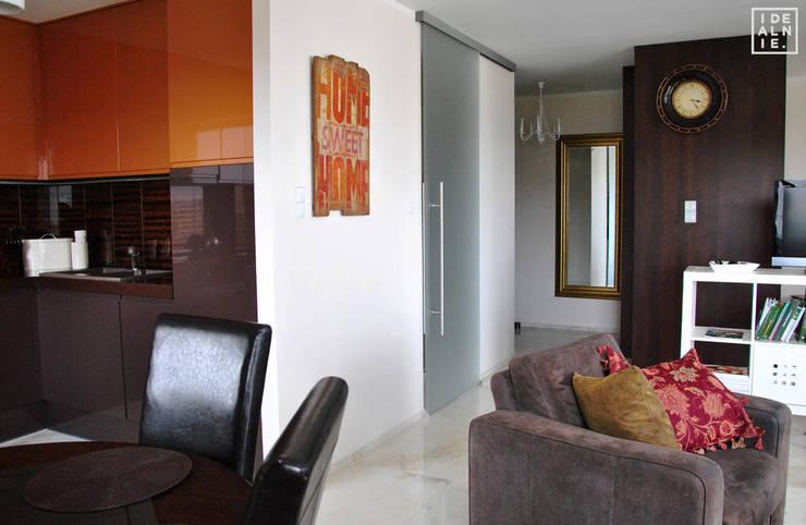 APARTAMENT - Central Park 55m2: styl , w kategorii Salon zaprojektowany przez IDEALNIE Pracownia Projektowa,Eklektyczny