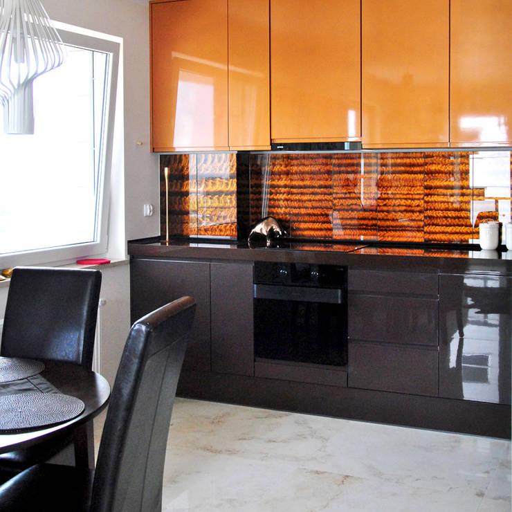 APARTAMENT - Central Park 55m2: styl , w kategorii Kuchnia zaprojektowany przez IDEALNIE Pracownia Projektowa,Eklektyczny