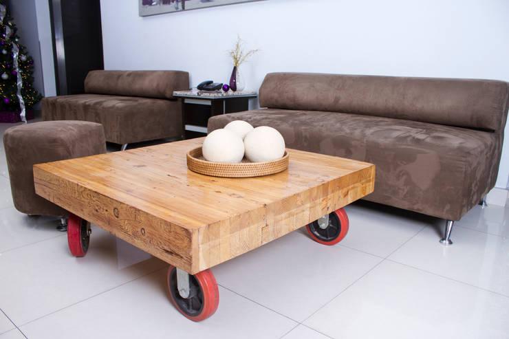 MESA DE CENTRO de Oscar Leon/ Arte Renovable & Muebles Rústico Madera Acabado en madera