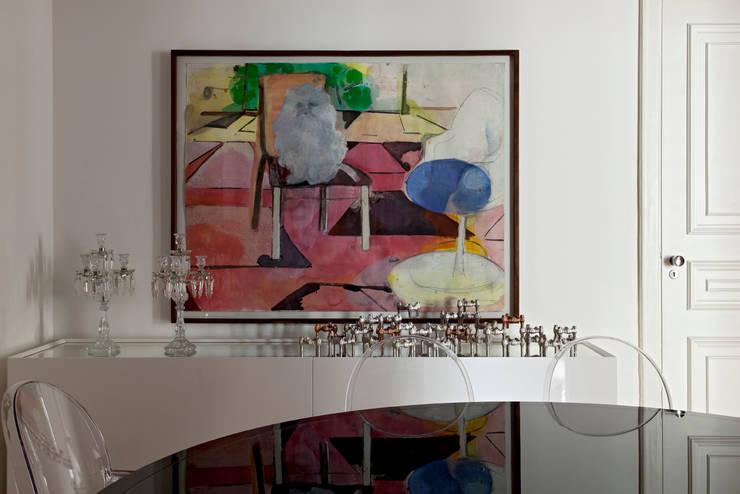 Moderne Esszimmer von DIEGO REVOLLO ARQUITETURA S/S LTDA. Modern
