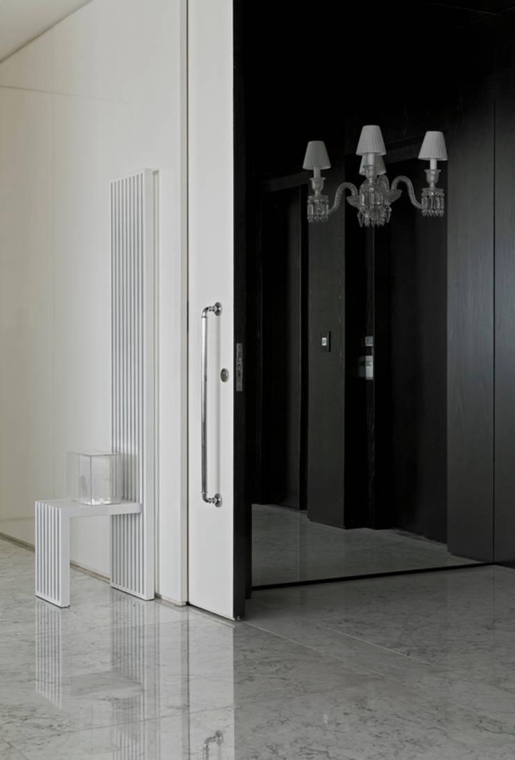 Pasillos y recibidores de estilo  por DIEGO REVOLLO ARQUITETURA S/S LTDA. , Moderno