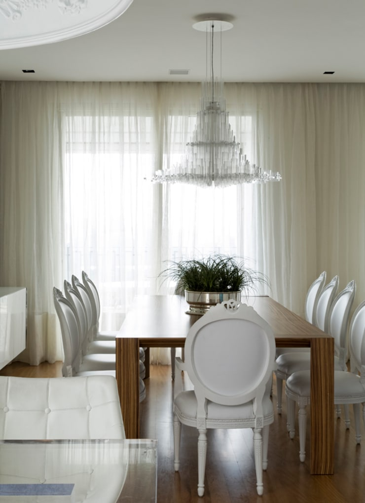 Dining room by DIEGO REVOLLO ARQUITETURA S/S LTDA., Modern
