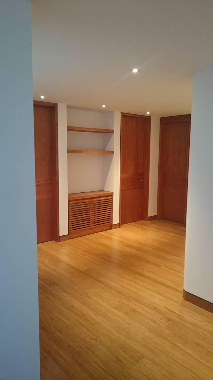 Apartamento RP: Pasillos y vestíbulos de estilo  por AMR ARQUITECTOS, Moderno