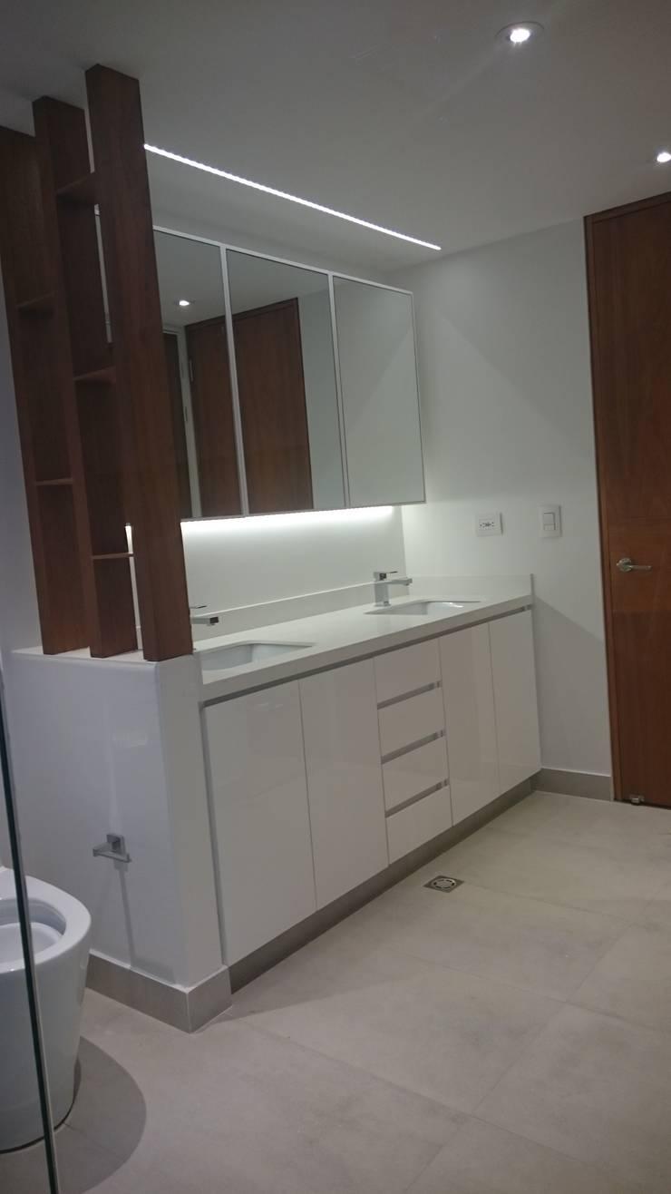 Apartamento RP: Baños de estilo  por AMR ARQUITECTOS, Moderno