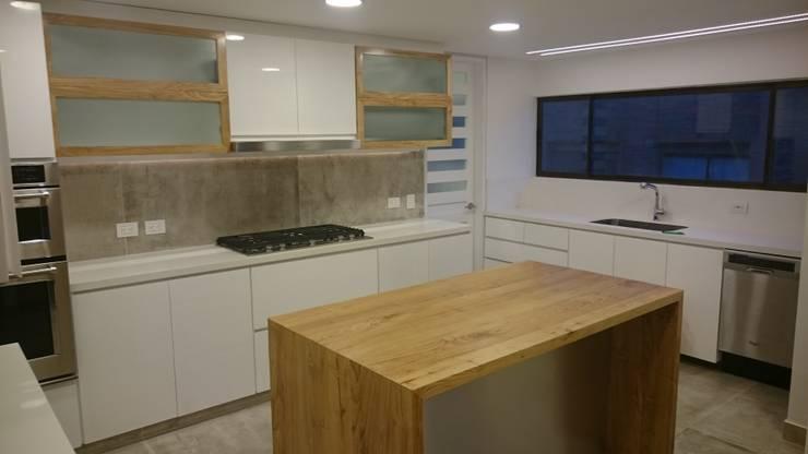 Apartamento RP: Cocinas de estilo  por AMR ARQUITECTOS, Moderno