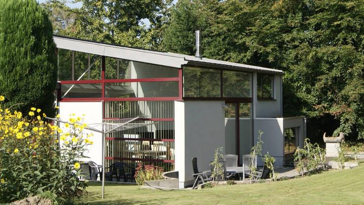 Maison sur un talus: Maisons de style  par VORTEX atelier d'architecture